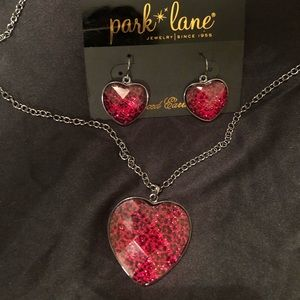 Earrings and necklace set❤️🖤